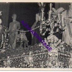 Fotografía antigua: SEMANA SANTA SEVILLA, AÑOS 60, MISTERIO HERMANDAD DE SAN BENITO, 72X102MM. Lote 297023998