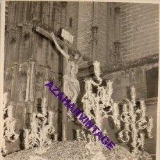 Fotografía antigua: SEMANA SANTA SEVILLA, 1957, CRISTO DE LAS ALMAS, LOS JAVIERES, 72X102MM. Lote 297026143