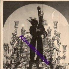 Fotografía antigua: SEMANA SANTA SEVILLA, AÑOS 60, JESUS DE LAS PENAS, SAN ROQUE, 72X102MM. Lote 297027168