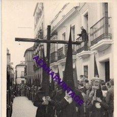 Fotografía antigua: SEMANA SANTA SEVILLA, 1957, PRIMERA SALIDA HERMANDAD DE LOS JAVIERES, 72X102MM. Lote 297027778
