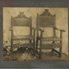 Fotografía antigua: FOTOGRAFÍA ANTIGUA DE MOBILIARIO ESPAÑOL. SILLONES FRAILEROS SIGLO XVI.. Lote 23192997
