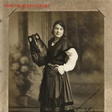 Fotografía antigua: FOTOGRAFÍA ANTIGUA DE ESTUDIO DE EMIGRANTE VESTIDA CON TRAJE TÍPICO DE ASTURIANA EN LA HABANA, 1932.. Lote 23523832