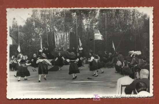 GRUPO FOLCLÓRICO VIGO. FOTOGRAFÍA PRÍNCIPE, 26/06/1959. TRIBUNA CON OBISPO ? 8,5 X 13,5 CMS. GALICIA (Fotografía Antigua - Gelatinobromuro)