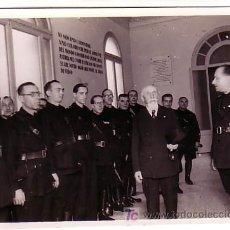 Fotografía antigua: EL MARISCAL DE BANA EN SU VISITA A BARCELONA. FOTO: MERLETTI. 1940'S.. Lote 11975696