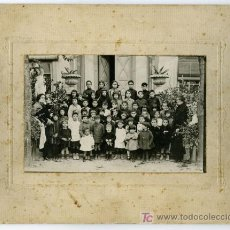 Fotografía antigua: FOTO DE COLEGIO. ALUMNOS Y DOS MAESTRAS. 1923. COLEGIO. SIN AUTORÍA. BCN. Lote 6209038