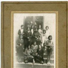 Fotografía antigua: GRUPO DE JÓVENES. CURIOSA FOTO. F: FOTOGRAFÍA IBERICA. VILLAFRANCA. BARCELONA. Lote 6265900