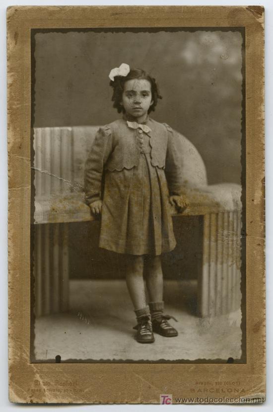 RAPHAEL, FOTOGRAFO. BARCELONA. RETRATO DE NIÑA, IMPECABLE VESTIDO. CIRCA 1930. (Fotografía Antigua - Gelatinobromuro)