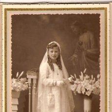 Fotografía antigua: BELLÍSIMA FOTOGRAFIA DE NIÑA DE PRIMERA COMUNIÓN. FOTÓGRAFO MOLINS. SABADELL. CIRCA 1930. Lote 21460705