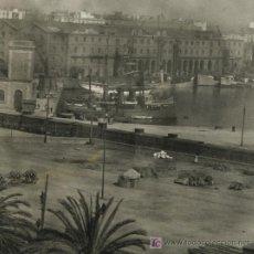Fotografía antigua: MOLL DE LA FUSTA. PUERTO DE BARCELONA. INTERESANTE FOTO DEL PASEO COLÓN. CIRCA 1900. Lote 22394833
