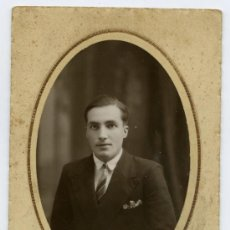 Fotografía antigua: JOVEN SEÑOR. PRECIOSA FOTO. VIC. BARCELONA. FOTÓGRAFO F. BAÑON. CIRCA 1925. Lote 19752026