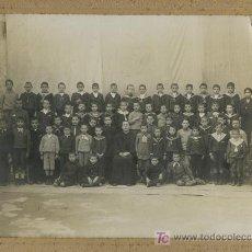 Fotografía antigua: MALLORCA. COLEGIO. ENCANTADORA FOTO DE GRUPO DE ALUMNOS Y UN CURA. F: F. SASTRE. PALMA. Lote 20540198