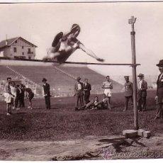 Fotografía antigua: ATLETISMO. CAMPEONATOS DE CASTILLA, AÑO 1927. FOTO: VIDAL, MADRID. TAMAÑO: 12 X 17 CM.. Lote 10116850