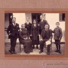 Fotografía antigua: RETRATO DE GRUPO. FOTO: F. DE AMENABAR. 1920'S. 17 X 12,6 CM. SOPORTE: 22X29 CM.. Lote 10432496