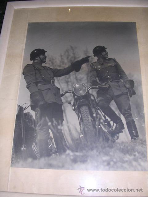 Fotografía antigua: FOTOGRAFIA MILITAR - MILITARES DE POLICIA DE TRAFICO AÑOS 40 - 50 APROX, FOTOGRAFIA ENMARCADA. - Foto 4 - 24356753