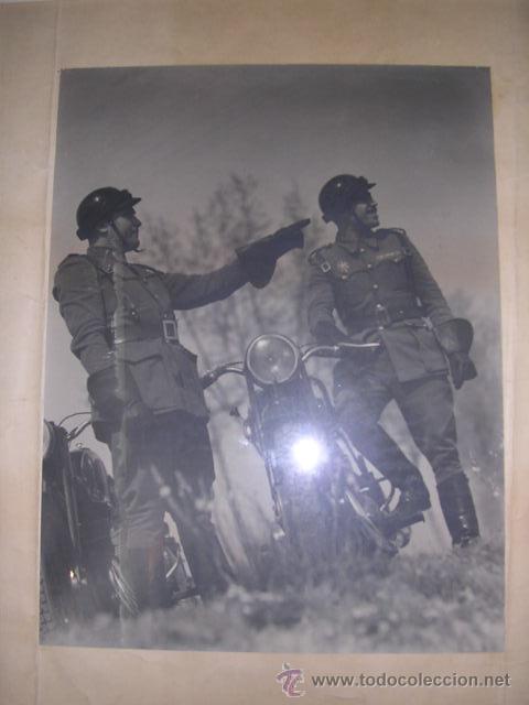 Fotografía antigua: FOTOGRAFIA MILITAR - MILITARES DE POLICIA DE TRAFICO AÑOS 40 - 50 APROX, FOTOGRAFIA ENMARCADA. - Foto 5 - 24356753