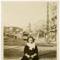 Fotografía antigua - Niña, tranvía y paseo del Tibidabo. Bonita foto. Circa 1920. Barcelona - 22168237