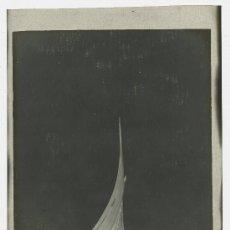 Alte Fotografie - Barca. Pequeña barca de vela latina. Reflejos en el mar. Puerto de Barcelona. Circa 1900 - 12914195