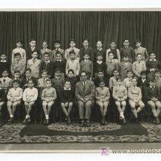 Fotografía antigua: COLEGIO. GRUPO DE ALUMNOS Y PROFESOR. F: L. BATLLE. BARCELONA. CIRCA 1935. Lote 24503447