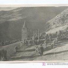Fotografía antigua: PIRINEOS. PRECIOSA FOTO DE IGLESIA Y PAISAJE. CIRCA 1945. LUGAR SIN IDENTIFICAR.. Lote 21976853