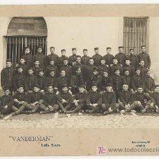 Fotografía antigua: ANTIGUA FOTOGRAFIA DE GRUPO DE MILITARES EN EL CUARTEL. VANDEMAR LUIS SAUS MADRID. H. 1910 . Lote 23602095