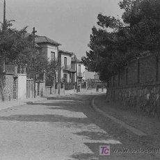 Fotografía antigua: CALLE CON CHALETS. ZONA RESIDENCIAL. ZONA BARCELONA. CIRCA 1930. Lote 13723166