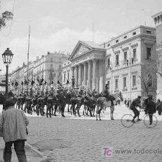 Fotografía antigua: CONGRESO DE LOS DIPUTADOS. CARRERA DE SANT GERONIMO. GUARDIS REAL. CIRCA 1920. Lote 27239480