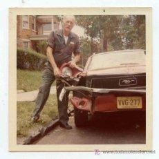 Fotografía antigua - Automovilismo. Coche accidentado. Curiosa foto. ca. 1960 - 21758056