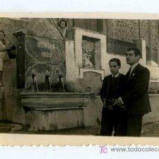 Fotografía antigua: MONTÁN. LAS FUENTES. CASTELLÓN. DOS SEÑORES, UNO CON CÁMARA Y DOS NIÑAS OBSERVANDO. 20/3/1945. Lote 20304335