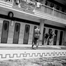 Fotografía antigua: PISCINA. BARCELONA. CLUB NATACIÓN. INTERESANTE FOTOGRAFÍA. AÑOS 1930. Lote 20393657