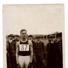 Fotografía antigua: DEPORTE, ATLETISMO. RETRATO DE HOLNER, GANADOR DE CROSS. 12 MARZO 1912. FOTO: BRANGER, PARIS. Lote 15162971