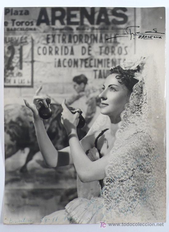RETRATO DE FOLKLÓRICA, BARCELONA 1960. FOTO DE ALFREDO, BARCELONA. 18X24 CM. (Fotografía Antigua - Gelatinobromuro)
