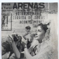 Fotografía antigua: RETRATO DE FOLKLÓRICA, BARCELONA 1960. FOTO DE ALFREDO, BARCELONA. 18X24 CM.. Lote 17437310