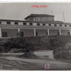 Fotografía antigua: CANTABRIA, ANTIGUA FOTOGRAFIA DE COMILLAS (SANTANDER) AÑOS 50/60, 12 X 17,5 CM. Lote 27262491
