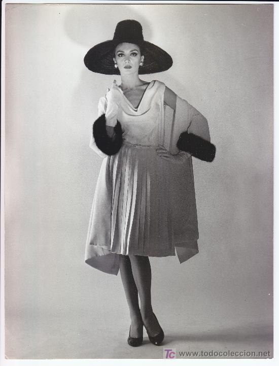 MODA, MODELO PARA VOGUE. FOTO DE ALFREDO DE MOLLI, 1960. 18X24 CM. (Fotografía Antigua - Gelatinobromuro)