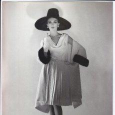 Fotografía antigua: MODA, MODELO PARA VOGUE. FOTO DE ALFREDO DE MOLLI, 1960. 18X24 CM.. Lote 18854418