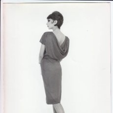 Fotografía antigua: MODA, MODELO PARA VOGUE. FOTO DE ALFREDO DE MOLLI, 1960. 18X24 CM.. Lote 18854493