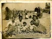 FOTOGRAFÍA ANTIGUA. FAMILIA EN LA PLAYA DE CÁDIZ (Fotografía Antigua - Gelatinobromuro)