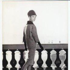 Fotografía antigua: MODA, MODELO PARA VOGUE, FOTO: GEORGE DAMBIER, 1960. 18X24 CM. Lote 18954647