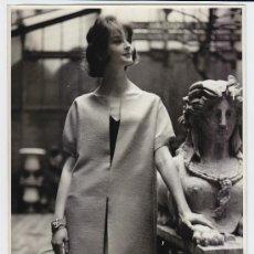 Fotografía antigua: MODA, MODELO PARA VOGUE, 1960. 18X24 CM. Lote 18960226