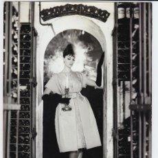 Fotografía antigua: MODA, MODELO PARA VOGUE, FOTO: GEORGE DAMBIER, 1960. 18X24 CM. Lote 23998463