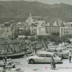 Fotografía antigua: CADAQUÉS. PRECIOSA IMAGEN DEL PUEBLO Y BAHIA EN PLENO BOOM TURÍSTICO DE LOS 60. FECHADA 2/8/1964. Lote 26505664