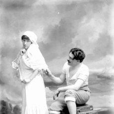 Fotografía antigua: PRECIOSA FOTOGRAFÍA DE PAREJA. FONDO MARINERO. CIRCA 1910.. Lote 24853649