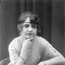 Fotografía antigua: RETRATO DE SEÑORITA CON DIADEMA. INTERESANTE FOTO DE CIRCA 1915. SIN AUTORÍA. Lote 21777225