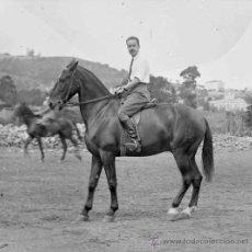 Fotografía antigua: JINETES. CABALLOS. PRACTICAS DE EQUITACIÓN. BARCELONA. CIRCA 1915. Lote 26298868
