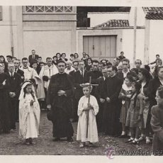 Fotografía antigua: ANTIGUA FOTOGRAFIA PROCESION EN VILLAVICIOSA. ASTURIAS. MINFER FOTO. 1951. Lote 25084192