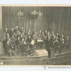 Fotografía antigua: ORQUESTA. ESPLÉNDIDA FOTO DE GRUPO DE MÚSICOS EN UN TEATRO. CIRCA 1925. Lote 24620171