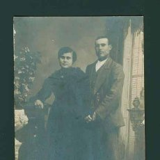 Fotografía antigua: RETRATO DE JOVEN PAREJA. BONITA FOTOGRAFIA DE ESTUDIO. CIRCA 1900. SIN AUTORIA.. Lote 26283367