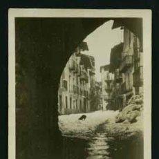 Fotografía antigua: ORGANYÀ. LLEIDA. CALLE NEVADA Y PERRO. 27/2/1952. Lote 26141360