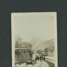 Fotografía antigua: ORGANYÀ. ORGAÑÁ. LLEIDA. NIÑAS EN LA CARRETERA NEVADA. PRECIOSA FOTO. 27/2/1932. Lote 26142960