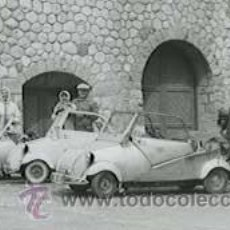 Fotografía antigua: PORT DE LA BONAIGUA. TRES PAREJAS CON SUS FLAMANTES BESCOTERS. C. 1955. Lote 27048565